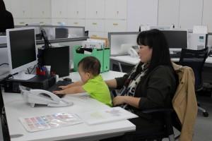 なんと赤ちゃんがパソコン 操作?